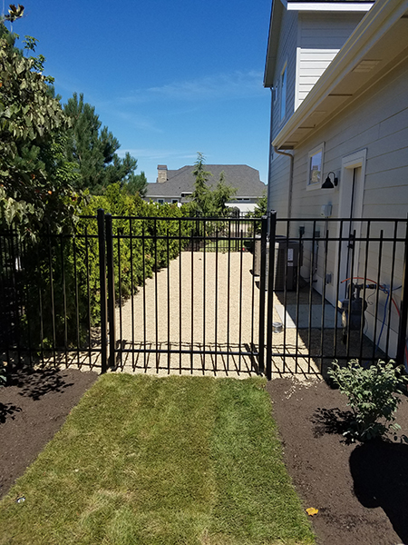 Wrought Iron Fence 13_capped_staggered_vista