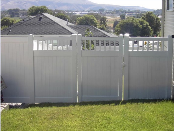 Chesterfield Vinyl Fence 2